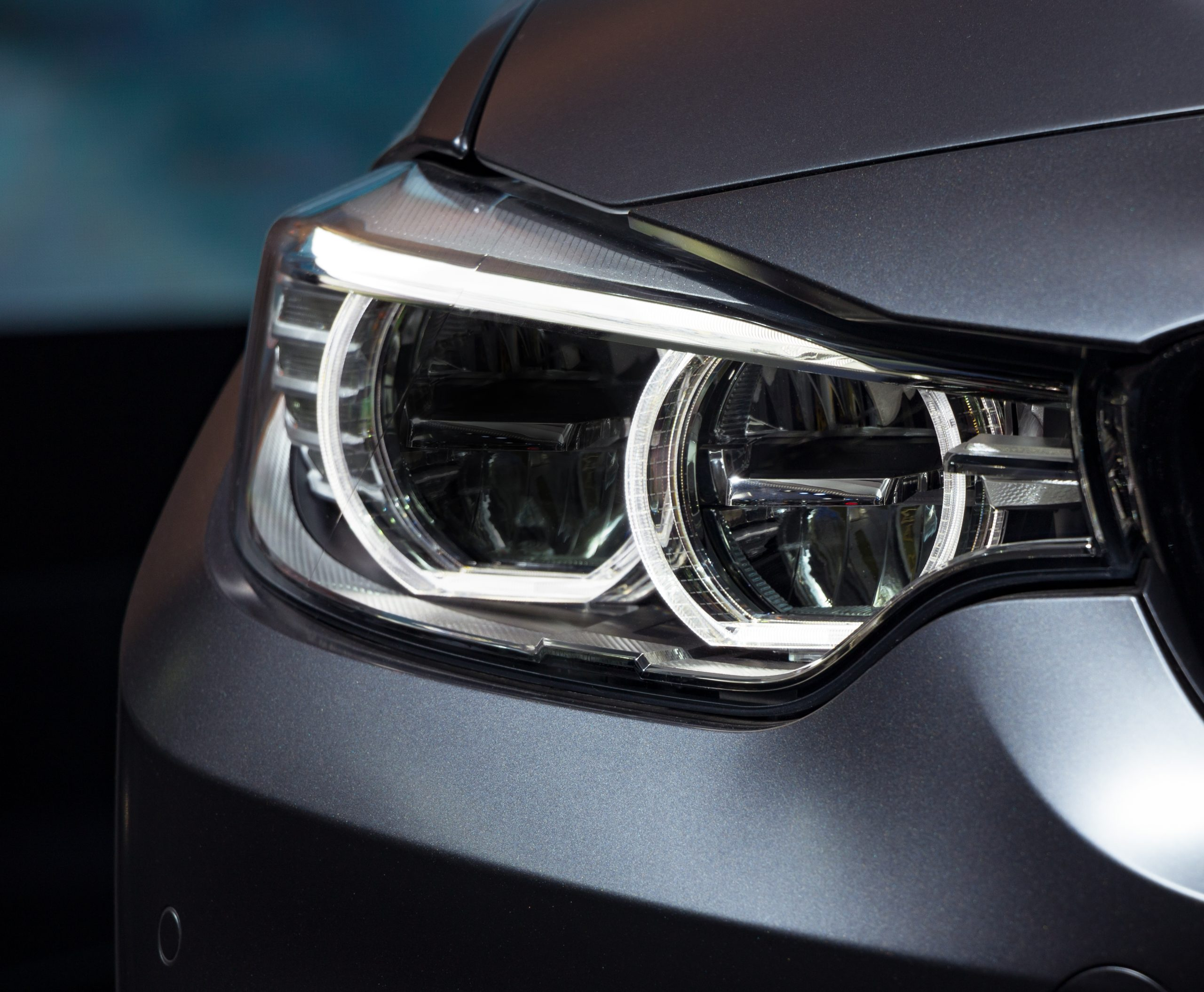 Headlight,By,Night.,Car,Detail.,The,Front,Lights,Of,The